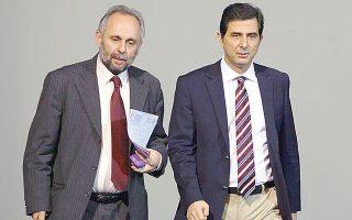 Ο υφυπουργός Παιδείας Κώστας Γκιουλέκας και ο διευθυντής του Εθνικού Θεάτρου Σωτήρης Χατζάκης.