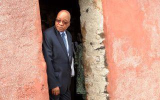 Ο Τζέικομπ Ζούμα, σε επίσκεψή του στο νησί Γκορί, διαμετακομιστικό κέντρο του εμπορίου σκλάβων στη Σενεγάλη.