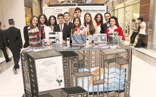 Οι μαθητές του Β΄ Αρσακείου Γενικού Λυκείου Ψυχικού κέρδισαν το τρίτο βραβείο καλύτερου περιπτέρου μεταξύ 51 από όλη την Ελλάδα στην Εμπορική Εκθεση «Εικονικής Επιχείρησης», για τη δημιουργία και εκτύπωση κόμικς.