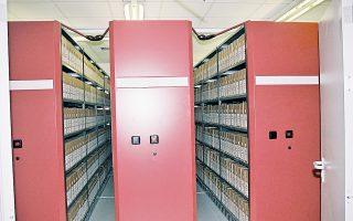 Εκτός των λυτών εγγράφων και των βιβλίων-πρωτοκόλλων, σώζονται και χειρόγραφοι κώδικες, αρχιτεκτονικά σχέδια, χάρτες, χαρακτικά και φωτογραφίες.