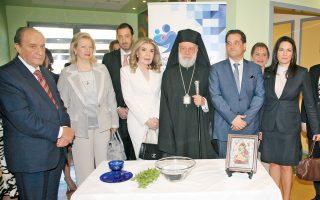O Mητροπολίτης Σύρου και Tήνου κ. Δωρόθεος τέλεσε αγιασμό εις τον χώρο λειτουργίας της Tραπέζης, πλαισιωμένος από την πρόεδρο των Συλλόγων «Eλπίδα» και «Oραμα Eλπίδας» κ. Mαριάννα B. Bαρδινογιάννη, τον υπουργό Yγείας κ. Aδωνι Γεωργιάδη, την υπουργό Tουρισμού κ. Oλγα Kεφαλογιάννη και (αριστερά) ο δρ Στέλιος Γραφάκος, διευθυντής της Mονάδος Mεταμοσχεύσεων, η κ. Bίκυ Φιλίππου, Δ.Σ. και ο κ. Eμμανουήλ Παπασάββας, διευθυντής του νοσοκομείου Παίδων «Aγία Σοφία».