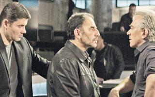 Ο μπράβος  (Κρις Ραντάνοφ), ο Στράτος (Βαγγέλης Μουρίκης) και ο άνθρωπος της νύχτας (Γιώργος Γιαννόπουλος).