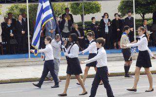 Γαλανό, λευκό, εθνική υπερηφάνεια, νεανικό καμάρι για τις επιδόσεις στη χθεσινή μαθητική παρέλαση στην Αθήνα για την επέτειο της Επανάστασης του 1821. Σελ. 5