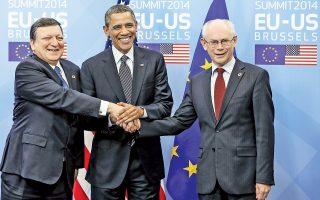 Η κρίση στην Ουκρανία υπογραμμίζει την ανάγκη να αναζητήσει η Ευρώπη εναλλακτικές ενεργειακές πηγές. Αυτό ήταν το κεντρικό μήνυμα του Αμερικανού προέδρου Μπαράκ Ομπάμα (κέντρο) κατά τη χθεσινή συνάντησή του με τον επικεφαλής της Κομισιόν Ζοζέ Μανουέλ Μπαρόζο (αριστερά) και τον πρόεδρο του Ευρωπαϊκού Συμβουλίου Χέρμαν βαν Ρομπέι (δεξιά) στις Βρυξέλλες. Οι τρεις προειδοποίησαν για περαιτέρω σκλήρυνση της στάσης τους έναντι της Μόσχας, ενώ ο Ομπάμα επέμεινε ότι η ολοκλήρωση της νέας διατλαντικής εμπορικής συμφωνίας θα διευκολύνει την αδειοδότηση εξαγωγών φυσικού αερίου.
