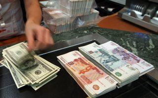 Οταν έγινε γνωστή η είδηση των κυρώσεων από τις ΗΠΑ, οι καταθέτες της ρωσικής τράπεζας SMP Bank εκταμίευσαν άμεσα συνολικά εννέα δισ. ρούβλια ή 248 εκατ. δολάρια. Επιπλέον, η φημολογία για κρατικοποίηση ξένων επιχειρήσεων ενδέχεται να απομακρύνει επενδυτές από τη Ρωσία.
