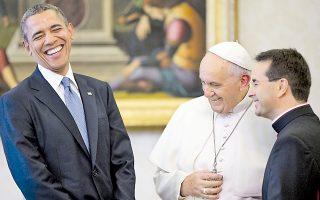Σε φιλική και χαλαρή ατμόσφαιρα, πολύ μακριά από το αυστηρό πρωτόκολλο της Αγίας Εδρας, πραγματοποιήθηκε χθες στο Βατικανό η συνάντηση του προέδρου των Ηνωμένων Πολιτειών Μπαράκ Ομπάμα και του Πάπα Φραγκίσκου. Ο κ. Ομπάμα τόνισε ότι είναι «μεγάλος θαυμαστής» του Φραγκίσκου, τον οποίο έσπευσε να προσκαλέσει επισήμως στον Λευκό Οίκο.