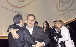 Ερωτευμένος με τον φωτογραφικό φακό. Από την παρουσίαση της υποψηφιότητας του Γιώργου Κουμουτσάκου για την Περιφέρεια Αθηνών-Πειραιώς.