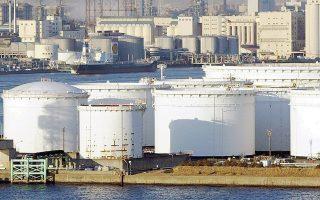 Η τιμή του πετρελαίου Μπρεντ διατηρήθηκε σταθερή στα 107 δολάρια το βαρέλι. Στη Νέα Υόρκη, η τιμή του αργού πετρελαίου υποχώρησε στα 100,13 δολ. το βαρέλι.