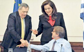 Στέφανος Μάνος, Ντόρα Μπακογιάννη, Γκι Φερχόφσταντ, το 2012. «Αν τότε συνεργάζονταν θα έπαιρναν 7%», λέει σήμερα ο κ. Φερχόφσταντ.