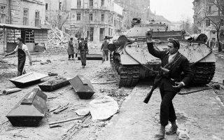 Από τη στιγμή που τα αρχεία των κρατών της Ανατολικής Ευρώπης άνοιξαν, η ιστορική έρευνα άνθησε. Στη φωτογραφία, σκηνή από την Ουγγρική Επανάσταση το 1956.