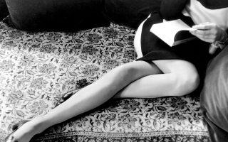 Η Μαρτίν Φρανκ,  η Βελγίδα φωτογράφος και σκηνοθέτης ντοκιμαντέρ, φωτογραφημένη στο Παρίσι το 1967 από τον Ενρί Καρτιέ Μπρεσόν. Υπήρξε η δεύτερη σύζυγος του Μπρεσόν. Η τρέχουσα έκθεση στο Πομπιντού είναι η πρώτη ρετροσπεκτίβα στην Ευρώπη μετά τον θάνατό του το 2004 (Henri Cartier-Bresson/Magnum Photos, courtesy Fondation Henri Cartie-Bresson).