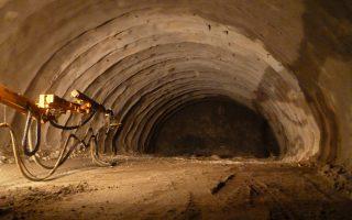 Το εσωτερικό της υπό κατασκευής σήραγγας του Πλαταμώνα.