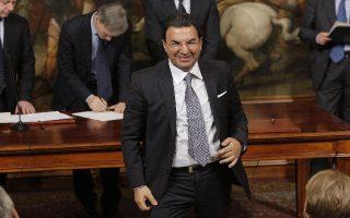 Il sottosegretario alle Infrastutture Antonio Gentile a Palazzo Chigi durante il giuramento dei sottosegretari e vice ministri, Roma, 28 febbraio 2014. ANSA/GIUSEPPE LAMI