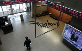Υπάλληλος περπατά στο φουαγιέ  του Χρηματιστηριού Αξιών Αθηνών στην Αθήνα, Δευτέρα 8 Απριλίου 2013. Ισχυρές πιέσεις δέχτηκαν οι τιμές των μετοχών στη χρηματιστηριακή αγορα με τις μετοχές της Εθνικής και της Eurobank να αγγίζουν το limit down κατά τη διάρκεια της συνεδρίασης. ΑΠΕ-ΜΠΕ/ΑΠΕ-ΜΠΕ/ΑΛΚΗΣ ΚΩΝΣΤΑΝΤΙΝΙΔΗΣ