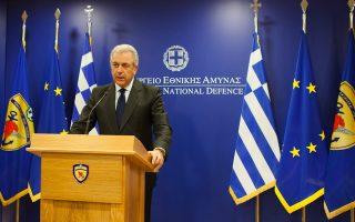 (Ξένη δημοσίευση). Ο υπουργός Εθνικής Άμυνας Δημήτρης  Αβραμόπουλος κάνει δηλώσεις για το το πολύπλοκο πρόβλημα των 4 υποβρυχίων που έχουν κατασκευαστεί στα Ναυπηγεία Σκαραμαγκά, κατά τη διάρκεια συνέντευξης τύπου στο υπουργείο, στην Αθήνα, το Σάββατο 15 Μαρτίου 2014.Όπως δήλωσε ο υπουργός,  «τα τέσσερα Υ/Β του Πολεμικού μας Ναυτικού «ΠΙΠΙΝΟΣ», «ΜΑΤΡΩΖΟΣ», «ΚΑΤΣΩΝΗΣ» και «ΩΚΕΑΝΟΣ», περιέρχονται από σήμερα στο ελληνικό Πολεμικό Ναυτικό». Μετά την επιτυχή, για το Ελληνικό Δημόσιο, επίλυση του εξαιρετικά δύσκολου προβλήματος των υποβρυχίων από το υπουργείο Εθνικής 'Αμυνας, το υπουργείο Ανάπτυξης θα συνεχίσει, ως αρμόδιο πλέον υπουργείο, την προσπάθεια συνολικής επίλυσης του προβλήματος των Ναυπηγείων Σκαραμαγκά, καταλήγει στη δήλωση του ο κ. Αβραμόπουλος. ΑΠΕ-ΜΠΕ/ΓΡΑΦΕΙΟ ΤΥΠΟΥ ΥΠΕΘΑ/STR