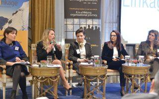 Η σύνθεση του πάνελ του Linkage Network session: Women Leaders από αριστερά προς τα δεξιά: Ράνια Αικατερινάρη (αναπληρώτρια διευθύνουσα σύμβουλος, ΔΕΗ), Ντίνα Καλλιμάνη (εντεταλμένη σύμβουλος, Γ. Καλλιμάνης), Λήδα Κοντογιάννη (γενική διευθύντρια, Ελληνικό Συμβούλιο Εταιρικής Διακυβέρνησης), Μαρίκα Λάμπρου (διευθύνουσα σύμβουλος, Singular Logic), Αγγελίνα Μιχαηλίδου (πρόεδρος ΤΟΓΜΕ/ΕΕΔΕ - Τομέας Ανάπτυξης Γυναικών Μάνατζερ και Επιχειρηματιών).