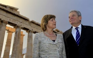 Ο Πρόεδρος της Γερμανίας Joachim Gauck και η πρώτη κυρία Daniela Schadt στην Ακρόπολη.