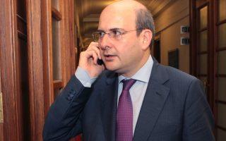 Ο υπουργός Ανάπτυξης Κωστής Χατζηδάκης φθάνει στην συνεδρίαση του υπουργικού συμβουλίου, Πέμπτη 1 Αυγούστου 2013. Συνεδρίασε υπό την προεδρία του Πρωθυπουργού Αντώνη Σαμαρά το Υπουργικό Συμβούλιο με θέματα τον προσδιορισμό προτεραιοτήτων και στόχων ενόψει της Ελληνικής Προεδρίας στην Ευρωπαϊκή Ένωση το 2014 και την πλήρωση των κενών θέσεων των προέδρων και αντιπροέδρων των Ανωτάτων Δικαστηρίων της χώρας και του Εισαγγελέα του Αρείου Πάγου.  ΑΠΕ-ΜΠΕ/ΑΠΕ-ΜΠΕ/ΠΑΝΤΕΛΗΣ ΣΑΙΤΑΣ