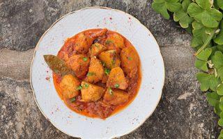 ston-gastronomo-patates-giachni-me-kanela-dafni-kai-xeri-rigani-2011977