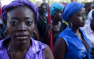 Οι γυναίκες λαμβάνουν μέρος σε μια εκδήλωση για την Εξάλειψη των Φυλετικών Διακρίσεων στον Αγιο Δομινικό στις 21 Μαρτίου.
