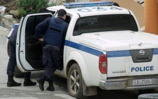 Αστυνομικές δυνάμεις περιπολούν στην περιοχή του εγκλήματος την  Δευτέρα 24 Μαρτίου 2014 στο χωριό Αντισκάρι  Ηράκλειου. Παγωμένη παρακολουθεί η τοπική κοινωνία του νησιού τις εξελίξεις μετά τη νέα τραγωδία στο Αντισκάρι με θύμα έναν 51χρονο τον Κωνσταντίνο Προβιδάκη που άφησε την τελευταία του πνοή, όταν ξυλοκοπήθηκε με μαγκούρες από δύο νεαρούς κτηνοτρόφους το απόγευμα της Κυριακής για μια παρατήρηση που τους έκανε. Iσχυρές δυνάμεις της αστυνομίας έχουν σπεύσει στην ευρύτερη περιοχή της Μεσαράς, , προκειμένου να αποφευχθούν κινήσεις αντεκδίκησης  .  ΑΠΕ-ΜΠΕ/ΑΠΕ-ΜΠΕ/ΣΤΕΦΑΝΟΣ