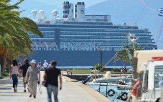 Το επιβατικό πλοίο  NOORDAM της Holland America Line σημαίας Ολλανδίας μόλις έχει καταπλεύσει  στο λιμάνι του Ναυπλίου , Πέμπτη 5 Σεπτεμβρίου 2013. Η τουριστική σαιζόν για την πόλη του  Ναυπλίου συνεχίζεται μιας και οι κρουαζιέρες  είναι πλέον καθημερινές . Το πλοίο NOORDAM έχει μήκος 290 μέτρα και πλάτος 32 μέτρα και έχει κατασκευαστεί το 2006, με χωρητικότητα 6000 ατόμων.  ΑΠΕ-ΜΠΕ /ΑΠΕ-ΜΠΕ/ΜΠΟΥΓΙΩΤΗΣ ΕΥΑΓΓΕΛΟΣ