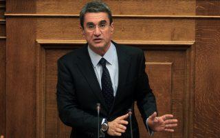 Ο κοινοβουλευτικός εκπρόσωπος των Ανεξάρτητων βουλευτών Ανδρέας Λοβέρδος μιλάει στη συζήτηση στην Ολομέλεια της Βουλής του νομοσχεδίου για την αναστολή των πλειστηριασμών, την προστασία των δανειοληπτών και διατάξεις για το Ελληνικό Επενδυτικό Ταμείο, Αθήνα, Παρασκευή 20 Δεκεμβρίου 2013. ΑΠΕ-ΜΠΕ/ΑΠΕ-ΜΠΕ/ΣΥΜΕΛΑ ΠΑΝΤΖΑΡΤΖΗ