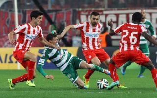 Ο Τζόελ Κάμπελ παίκτης του Ολυμπιακού (Δ) και ο Μάρκους Μπέργκ παίκτης του Παναθηναϊκού (Α) διεκδικούν την μπάλα κατά τη διάρκεια του αγώνα της Super League Ελλάδας μεταξύ των ομάδων του Ολυμπιακού και του Παναθηναϊκού στο γήπεδο Γεώργιος Καραϊσκάκης. Κυριακή 2 Μαρτίου 2014 ΑΠΕ/ΜΠΕ ΣΠΥΡΟΣ ΧΟΡΧΟΥΜΠΑΣ ΑΠΕ ΜΠΕ/ΑΠΕ ΜΠΕ/ΣΠΥΡΟΣ ΧΟΡΧΟΥΜΠΑΣ