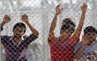 Οι πρώτοι παράνομοι μετανάστες που μεταφέρθηκαν στο κέντρο φύλαξης μεταναστών στην Αμυγδαλέζα, Κυριακή 29 Απριλίου 2012.  ΑΠΕ-ΜΠΕ/ΑΠΕ-ΜΠΕ/ΣΑΪΤΑΣ ΠΑΝΤΕΛΗΣ