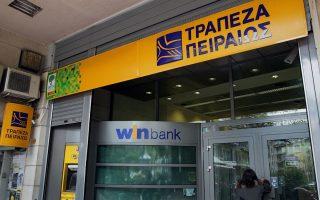 Υποκατάστημα της Τράπεζας Πειραιώς στην Αθήνα, Τετάρτη 27 Μαρτίου 2013. Σε αναστάτωση βρίσκονται οι καταθέτες κυπριακών τραπεζών μετά την απόφαση που λήφθηκε στο Eurogroup για φορολόγηση των κατατεθειμένων χρημάτων τους. Άνοιξαν και λειτουργούν κανονικά από το πρωί, μετά από δέκα ημέρες που παρέμειναν κλειστά, τα 312 καταστήματα των τριών κυπριακών τραπεζών στην Ελλάδα, της Τράπεζας Κύπρου, της Cyprus Popular Bank και της Ελληνικής Τράπεζας, που ανήκουν πλέον στο όμιλο της Τράπεζας Πειραιώς, μετά την υπογραφή των σχετικών συμβάσεων χθες. ΑΠΕ-ΜΠΕ/ΑΠΕ-ΜΠΕ/ΣΥΜΕΛΑ ΠΑΝΤΖΑΡΤΖΗ