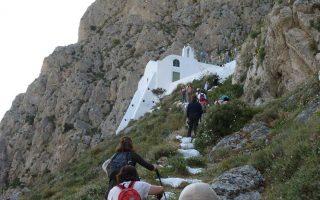 Τα σκαλοπάτια που οδηγούν από το Ημεροβίγλι στον Σκάρο, τη μεσαιωνική πρωτεύουσα του νησιού.