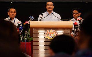Ο υπουργός Αμυνας και Μεταφορών της Μαλαισίας, Hishammuddin Hussein, υποσχέθηκε σήμερα ότι θα συνεχιστούν οι έρευνες για τον εντοπισμό