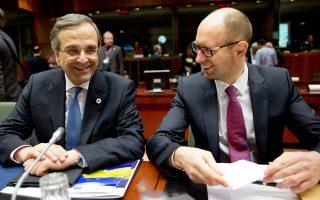 Ο πρωθυπουργός Αντώνης Σαμαράς συνομιλεί με τον πρωθυπουργό της Ουκρανίας Arseniy Yatseniuk στην Σύνοδο Κορυφής για την κρίση στην Ουκρανία.