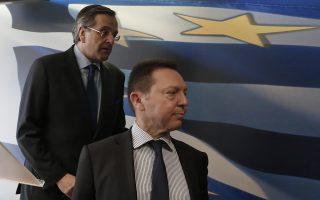 Ο Πρωθυπουργός Αντώνης Σαμαράς (Α) και ο υπουργός Οικονομικών Γιάννης Στουρνάρας αποχωρούν μετά τη συνέντευξη τύπου στο υπουργείο Οικονομικών, Αθήνα Τρίτη 18 Μαρτίου 2014. Οι μακρές διαπραγματεύσεις με την τρόικα ολοκληρώθηκαν με επιτυχία, δήλωσε ο πρωθυπουργός, από το υπουργείο Οικονομικών. ΑΠΕ-ΜΠΕ/ΑΠΕ-ΜΠΕ/ΓΙΑΝΝΗΣ ΚΟΛΕΣΙΔΗΣ