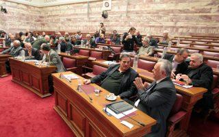 Βουλευτές συμμετέχουν στην συνεδρίαση της Κοινοβουλευτικής Ομάδας του ΣΥΡΙΖΑ, Τρίτη 19 Νοεμβρίου 2013. Συνεδρίασε χωρίς την παρουσία δημοσιογράφων, η Κοινοβουλευτική Ομάδα του ΣΥΡΙΖΑ υπό την προεδρία του Αλέξη Τσίπρα. ΑΠΕ-ΜΠΕ/ΑΠΕ-ΜΠΕ/Παντελής Σαίτας