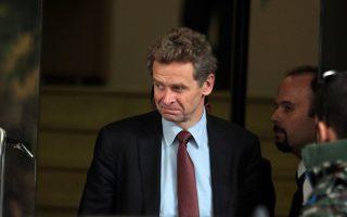 Ο εκπρόσωπος του Διεθνούς Νομισματικού Ταμείου Πουλ Τόμσεν κατά την αναχώρησή του από το υπουργείο Οικονομικών μετά τη συνάντηση των εκπροσώπων της τρόικας με το Οικονομικό επιτελείο της Κυβέρνησης, Δευτέρα 18 Νοεμβρίου 2013. Πραγματοποιήθηκε νέα συνάντηση στο Υπουργείο Οικονομικών μεταξύ του υπουργού Γιάννη Στουρνάρα και των εκπροσώπων της τρόικας Πουλ Τόμσεν (ΔΝΤ), Ματίας Μορς (Ευρωπαϊκή Επιτροπή) και Κλάους Μαζούχ της ΕΚΤ. ΑΠΕ - ΜΠΕ/ΑΠΕ - ΜΠΕ/Αλέξανδρος Μπελτές