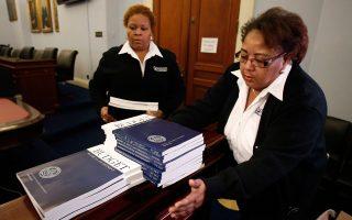 Η μείωση της οικονομικής ανισότητας γίνεται κύριο θέμα της πολιτικής Ομπάμα και των Δημοκρατικών, με την πρότασή τους για τον νέο προϋπολογισμό, εν όψει των ενδιάμεσων εκλογών για το Κογκρέσο τον ερχόμενο Νοέμβριο. Φοροαπαλλαγές για φτωχές οικογένειες και προγράμματα επανεκπαίδευσης για τους εργάτες, αποταμιευτικό συνταξιοδοτικό πρόγραμμα για όσους δεν διαθέτουν και φοροαπαλλαγές για φοιτητές.