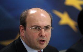 Ο υπουργός  Ανάπτυξης και Ανταγωνιστικότητας Κωστής Χατζηδάκης κάνει δηλώσεις για το νομοσχέδιο που αφορά την απλοποίηση των διαδικασιών αδειοδότησης επιχειρήσεων, στο Υπουργείο Ανάπτυξης και Ανταγωνιστικότητας, τη Δευτέρα 17 Φεβρουαρίου 2014.  Παρουσία του πρωθυπουργού Αντώνη Σαμαρά και των υπουργών Εσωτερικών, Διοικητικής Μεταρρύθμισης και Ηλεκτρονικής Διακυβέρνησης, Δημόσιας Τάξης και Προστασίας του Πολίτη, Τουρισμού, Ναυτιλίας και Αιγαίου, καθώς και εκπροσώπων των υπουργείων ΠΕΚΑ, Υγείας και Αγροτικής Ανάπτυξης, ο υπουργός Ανάπτυξης και Ανταγωνιστικότητας Κωστής Χατζηδάκης παρουσιάζει το νομοσχέδιο για την απλοποίηση των διαδικασιών αδειοδότησης επιχειρήσεων ΑΠΕ-ΜΠΕ/ΑΠΕ-ΜΠΕ/ΑΛΕΞΑΝΔΡΟΣ ΒΛΑΧΟΣ
