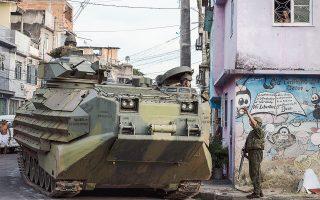 Τεθωρακισμένα οχήματα μεταφοράς πεζοναυτών αξιοποιήθηκαν την Κυριακή στη μεγάλη επιχείρηση κατά της εγκληματικότητας στο Ρίο.