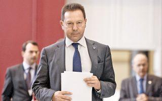 Στο τέλος ενός επιτυχημένου διημέρου, κατά το οποίο το Eurogroup ενέκρινε τη δόση των 8,3 δισ. ευρώ, ο υπουργός Οικονομικών Γιάννης Στουρνάρας δήλωσε ότι τώρα είναι κατάλληλη στιγμή για την επιστροφή στις αγορές, προαναγγέλλοντας έκδοση 5ετούς ομολόγου τοπροσεχές διάστημα. Η απόδοση του 10ετούς ομολόγου βρέθηκε χθες ελάχιστα πάνω από το 6%. Επίσης είπε πως είναι ανάγκη τα υπόλοιπα 11 δισ. του Ταμείου Χρηματοπιστωτικής Σταθερότητας –μετά τα stress tests της Ευρωπαϊκής Κεντρικής Τράπεζας– να διατεθούν για τη μείωση του χρέους και συνεπώς για την κάλυψη χρηματοδοτικού κενού.