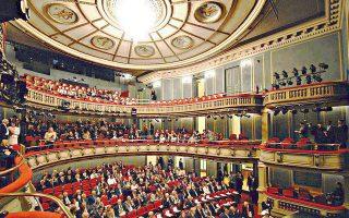 Η Κεντρική Σκηνή του ανακαινισμένου Εθνικού Θεάτρου, όπου θα φιλοξενηθεί η εκδήλωση για τον Τάσο Λιγνάδη (7/4).