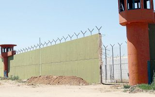Ο βασανισμός του βαρυποινίτη Ιλί Καρέλι έγινε το διάστημα μεταξύ 3.57 μ.μ και 6.38 μ.μ στον χώρο αναμονής εισερχόμενων κρατουμένων στη Νιγρίτα.