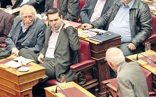 Το φωτογραφικό στιγμιότυπο είναι από την περασμένη Κυριακή στη Βουλή και το δημοσιεύω επειδή μου προκαλεί μια απορία: προς τι η ένταση και οι χειρονομίες από πλευράς του αρχηγού της αντιπολίτευσης; Αφού ο πράσινος Κακλαμάνης (όπως άλλωστε και ο γαλάζιος τοιούτος) τον ΣΥΡΙΖΑ (Λ-Τ) εξυπηρετεί με τη στάση του...