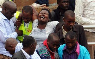 Πολλές γυναίκες λύγισαν και ξέσπασαν σε κλάματα κατά τη χθεσινή τελετή για τα 20χρονα από τη γενοκτονία της Ρουάντα σε γήπεδο του Κιγκάλι.