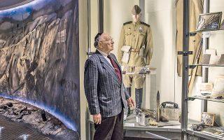 Ο Σολομών Φλακς, πρόεδρος του Συνδέσμου Εβραίων Βετεράνων του Μεγάλου Πατριωτικού Πολέμου, στο Μουσείο του Ολοκαυτώματος του Ντνιπροπετρόφσκ.