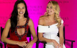 Στο Λονδίνο! Με δυο κυρίες από το βαρύ πυροβολικό της, η εταιρία εσωρούχων Victoria's Sectet, ανακοίνωσε ότι φέτος η περίφημη επίδειξη μόδας θα γίνει στο Λονδίνο. Για μια πρώτη πρόγευση η Adriana Lima και η Candice Swanepoel βρέθηκαν στον κατάστημα της Bond  Street για την ανακοίνωση.  (Photo by John Phillips/Invision/AP)