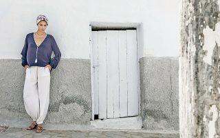 Τα ρούχα της «Zeus+Δione» έτυχαν θερμής υποδοχής και πωλούνται πλέον στη Νέα Υόρκη, στην Κωνσταντινούπολη, στο Μιλάνο.