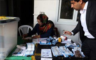 Συνεχιζόταν και χθες η καταμέτρηση των ψήφων στο Αφγανιστάν.