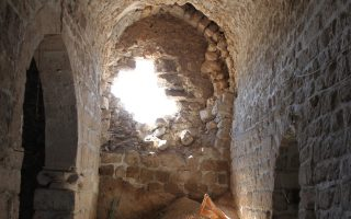 Eσωτερικό εκκλησίας στο χριστιανικό χωριό Μαλούλα, βορείως της Δαμασκού, το οποίο ανακατέλαβαν χθες κυβερνητικές δυνάμεις.