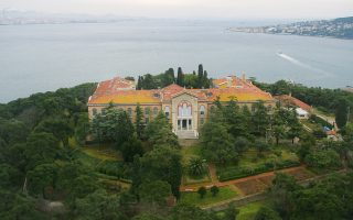 Ιδρύθηκε το 1843 από τον Οικουμενικό Πατριάρχη Γερμανό Δ΄ η Θεολογική Σχολή της Χάλκης, στην ήρεμη θάλασσα του Μαρμαρά.